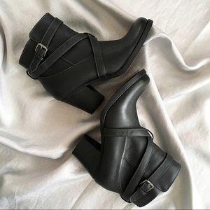 Naturalizer Natural Soul crisscross boots EUC
